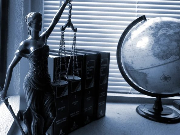 Statua i globus
